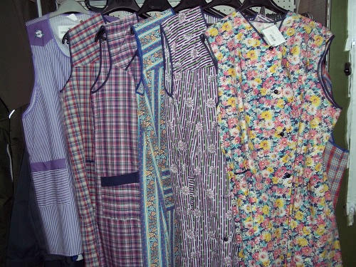 The housecoat - essential garment of ladies in the village