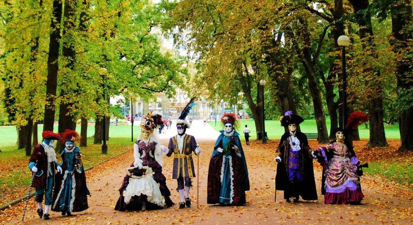 Venetian Carnival costume & French Style | Venetian Carnival Costumes in France : The Good Life ...