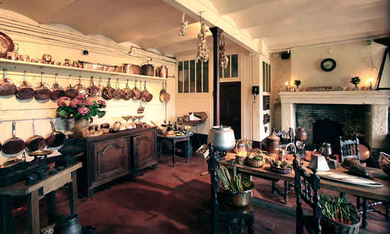 secret chateau Montpoupon kitchen By Manfred Heyde via Wikimedia Commons
