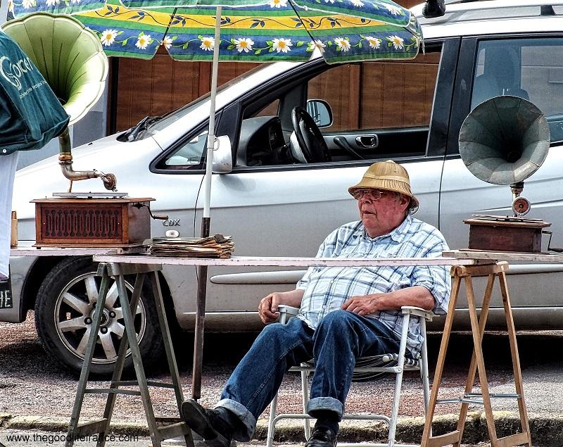 flea market people of France