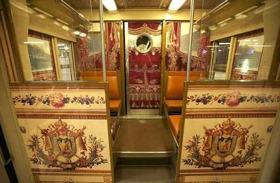 trains decorated in Versailles style