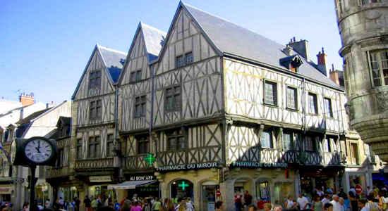Dijon centre and pharmacy du mirroir