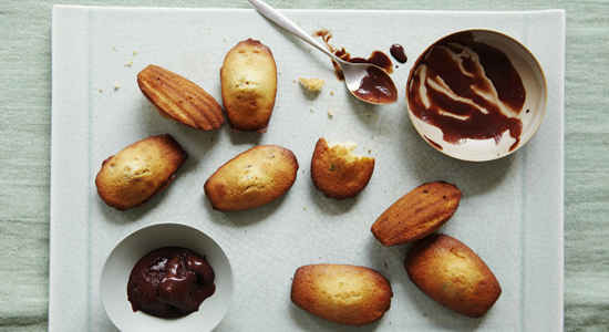 madeleine cakes with pistachio