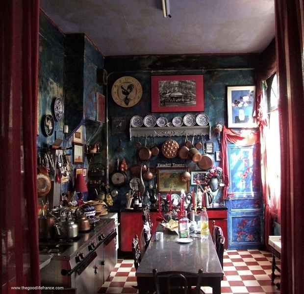 flea market kitchen