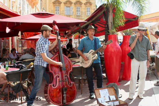 music on the terrace in Nice