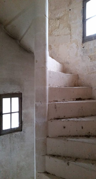chateau le mung stairs