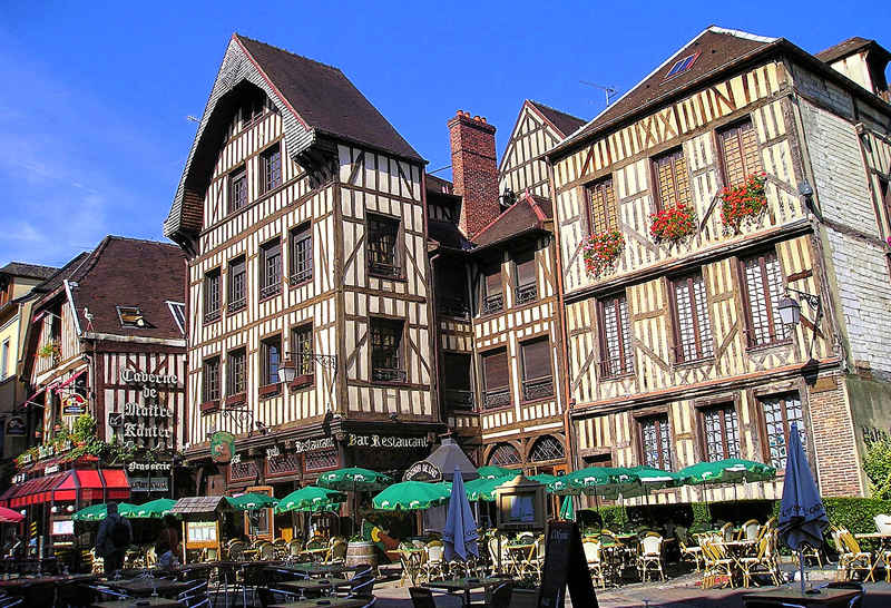 troyes in the sun