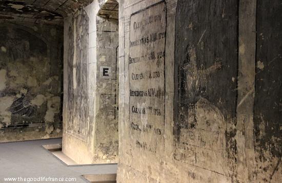 boulogne-church-crypt-frescoes