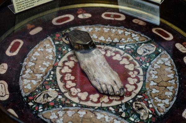Paris_Medical_Museum_Foot_table