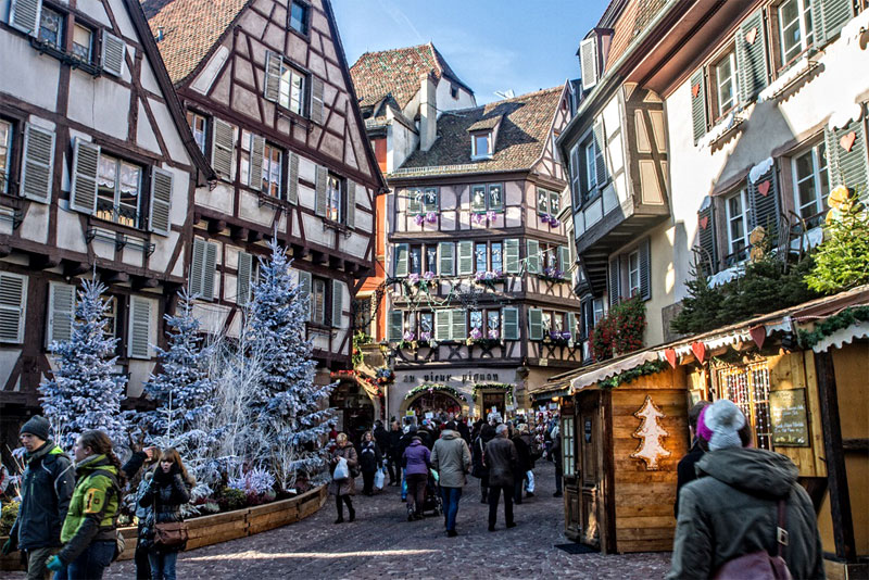 20 beautiful images that show the magic of christmas in Colmar beauty and the beast