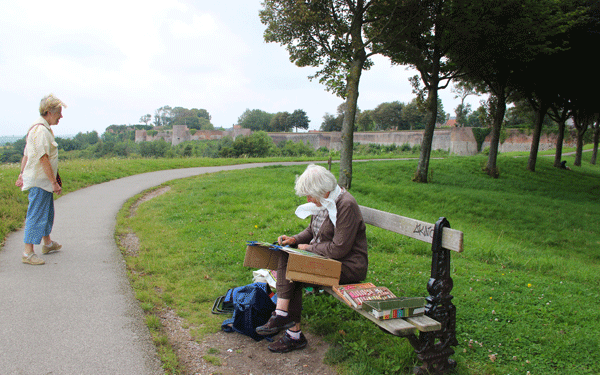 montreuil-sur-mer-painters-day-artist-on-ramparts