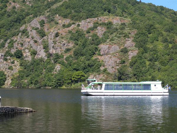 boat-ride-saint-etienne