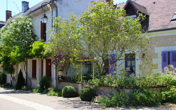 Visite Village Jardin Chedigny : Chedigny rose village loire valley france the good life