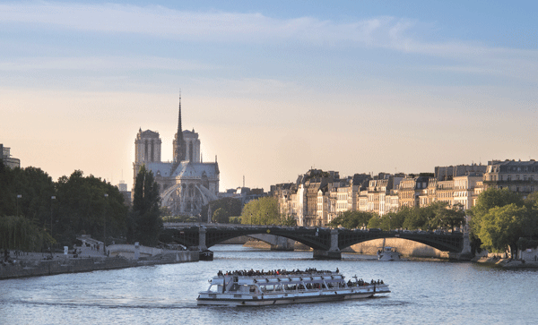 boat-on-the-seine