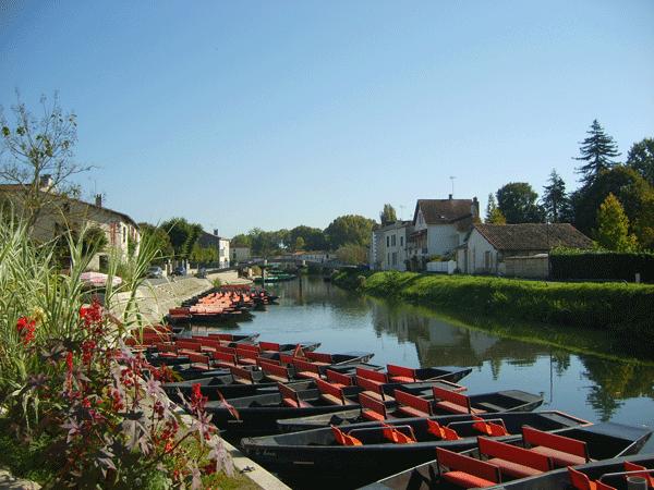 boats-on-the-marais-poitevin-vendee