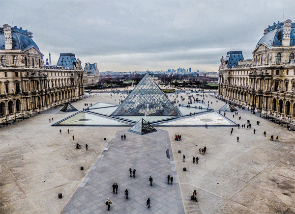 Louvre-paris-pyramids