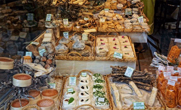 cheese-at-st-remy-de-provence-market