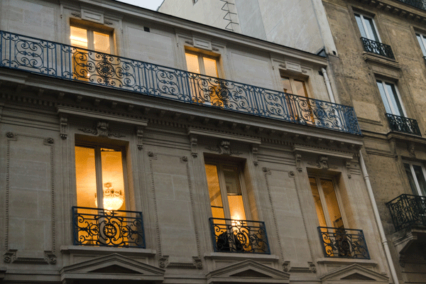 paris-8th-glow-in-windows