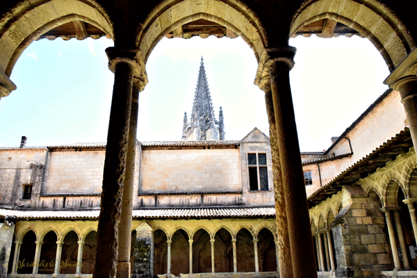 saint-emilion-courtyard