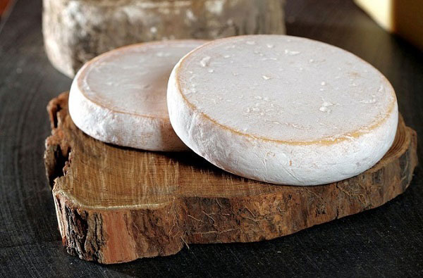 Round disc of Reblochon cheese from France