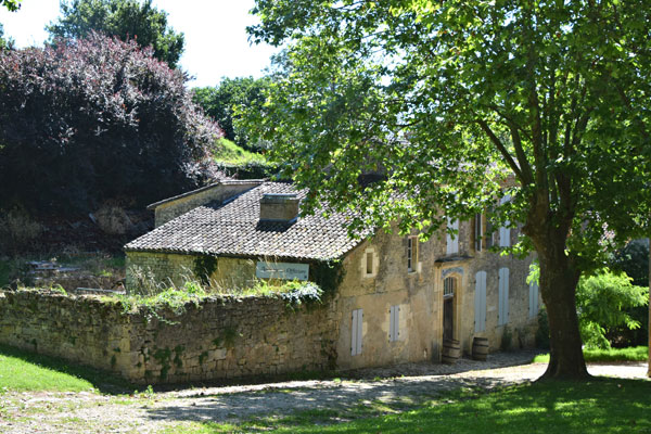 Inside the citadel of Blaye, wiggle streets and pretty houses
