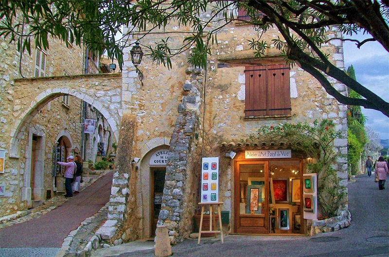Winding streets lined with boutiques and art galleries St Paul de Vence, southern France