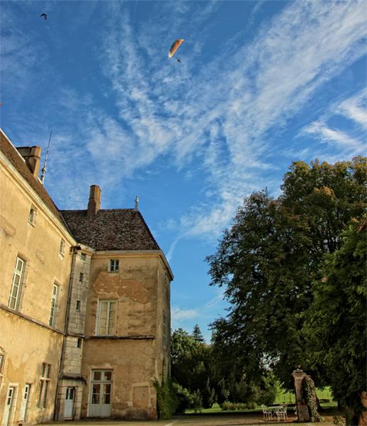 A paraglider over the Chateau de Gremolles