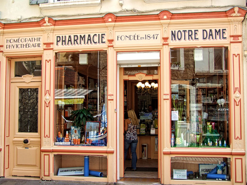Pretty chemist in Boulogne-sur-Mer, northern France dated 1847