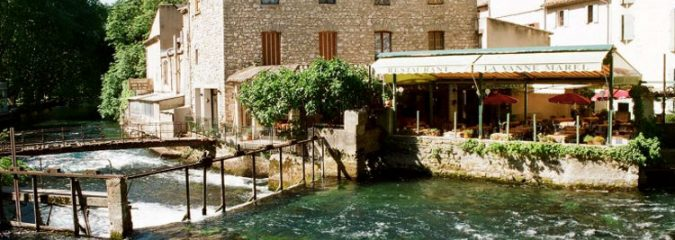 What do see and do in Fontaine-de-Vaucluse in Provence