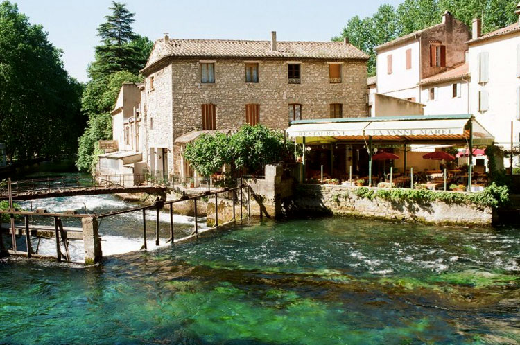 Pretty cafe at the side of a river in Fontaine de Vaucluse Provence