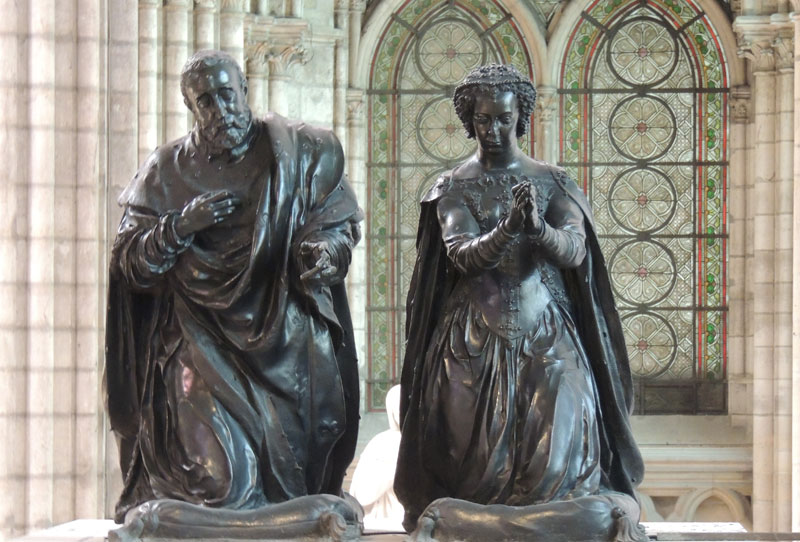 Black marble tom statues of a couple praying at the Saint-Denis Basilica Paris