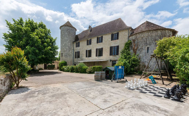 Garden of the Chateau de Sadillac, Dordogne, giant chess and games for kids