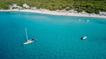Guide to sailing holidays in France