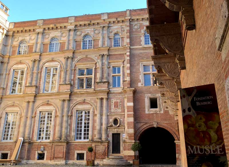Cobbled courtyard of a grand 17th century mansion in Toulouse, now Fondation Bemberg