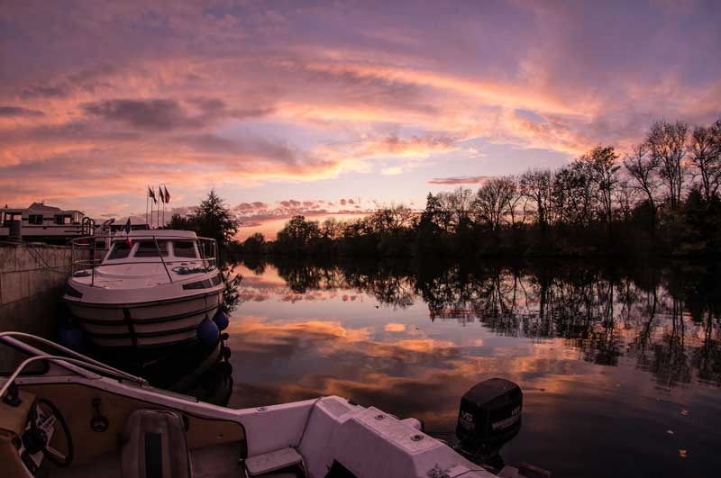 Dusk under a pink sky on the river Charente in Cognac