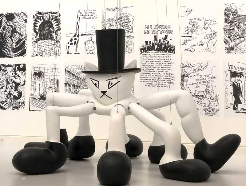An enormous plastic cat head, wearing a top hat and with 8 legs at the Contemporary Art Museum Strasbourg