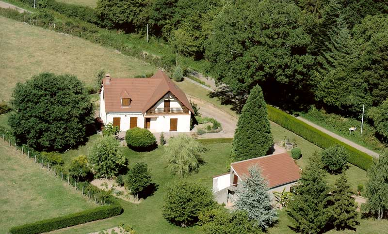House and cottage in a rural location in Burgundy