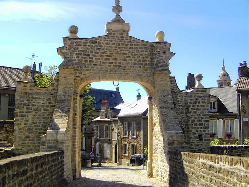 Cobbled streets, castle ramparts, ancient stone houses in Boulogne-sur-Mer, northern France
