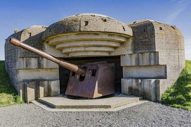 Artillery and bunker left behind after WWII and preserved at Longes-sur-Mer, Normandy