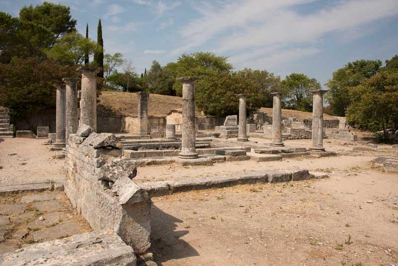 Ruines romaines de Glanum Provence, colonnes et murs