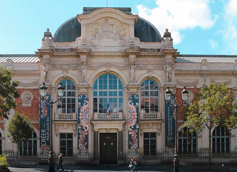 Museum Mobilier Nationale in Paris, grand carved stone entrance and domed roof
