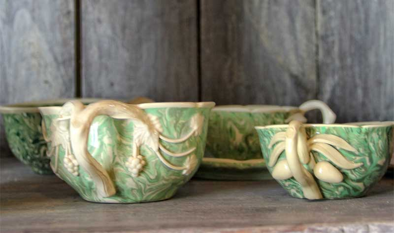 Hand-made pottery in Apt, cups with ornate carvings